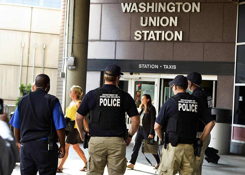 A TSA VIPR team patrols Union Station