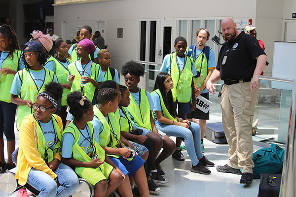 Baltimore youth get full airport, TSA experience