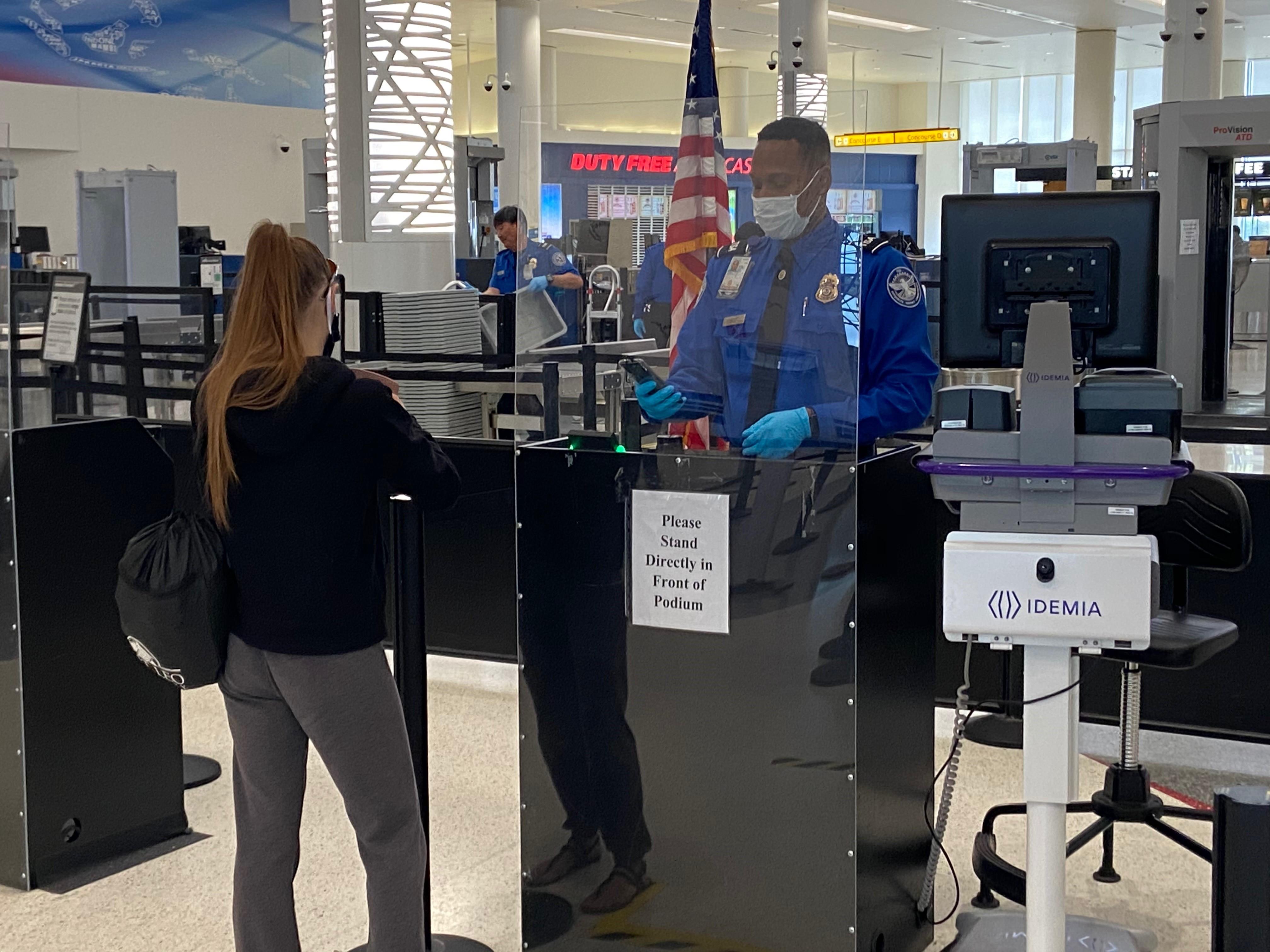 非 Real ID 的驾照2021年10月起不可登机